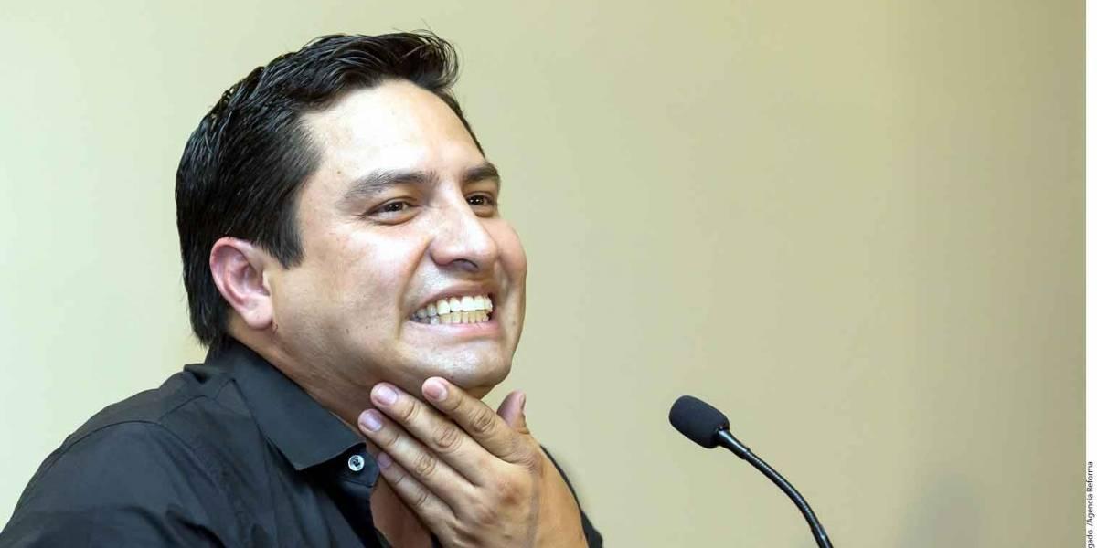 Julión Álvarez acude a la PGR