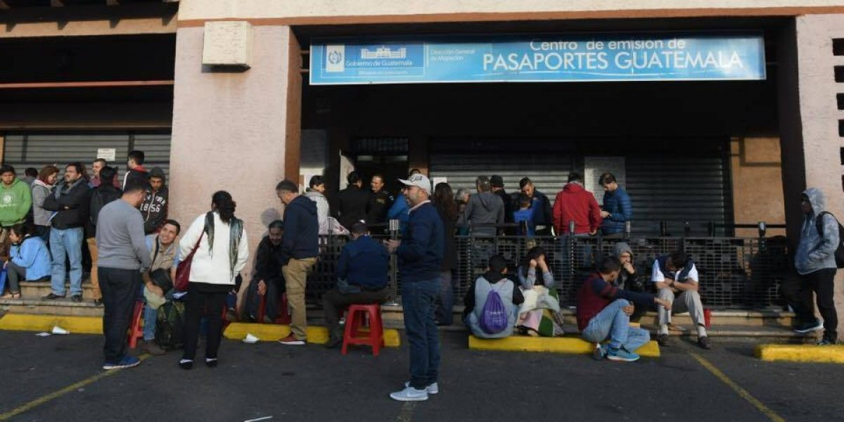 Realizan operativo en centro de emisión de pasaportes para evitar venta de turnos