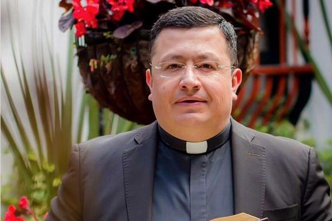 Sacerdote colombiano aprovecha el Black Friday para hacer un súper descuento en su iglesia