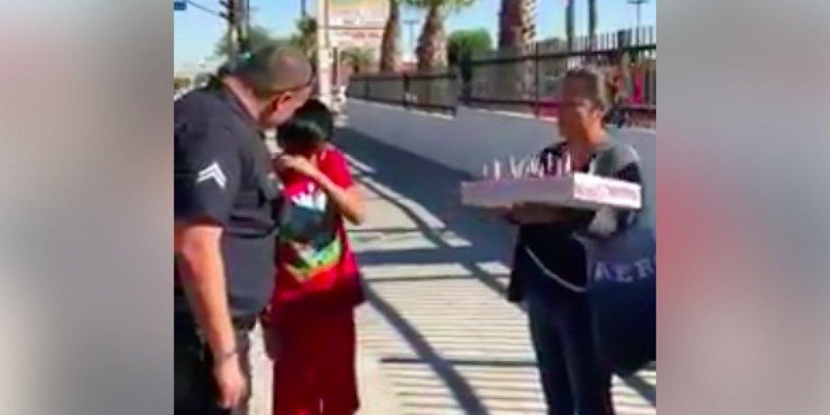 Policías sorprenden a madre e hijos
