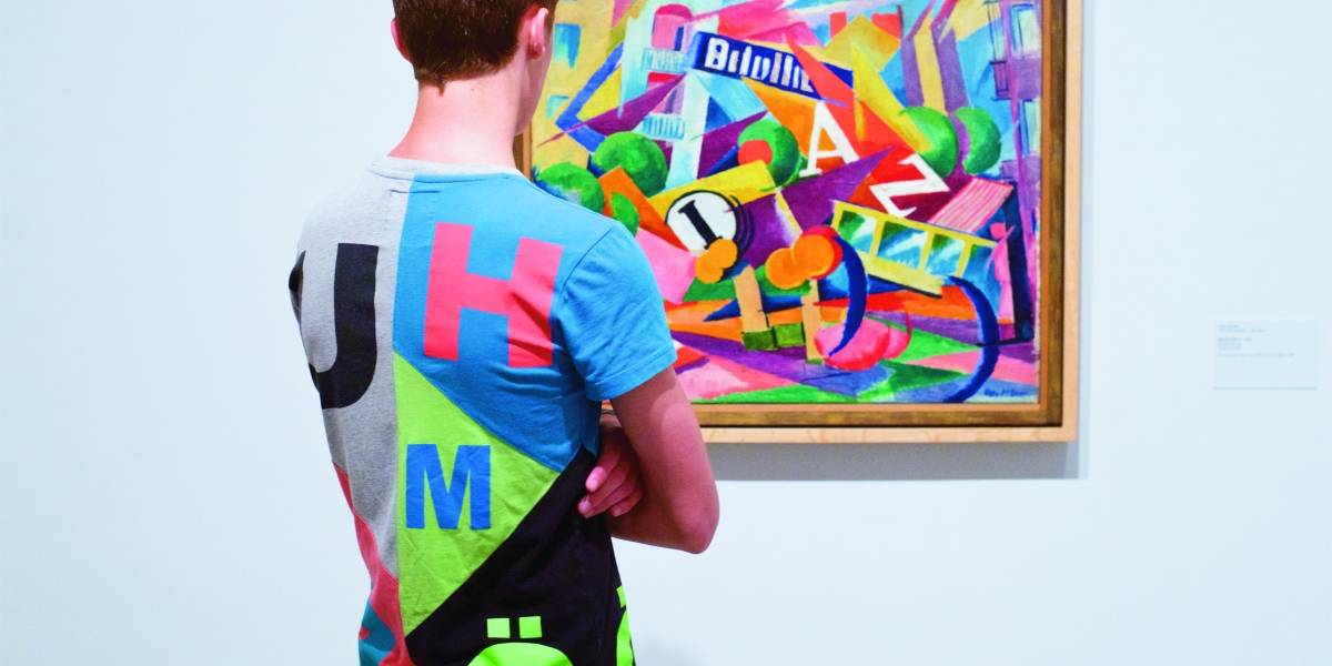 Série mostra pessoas vestidas como os quadros que admiram