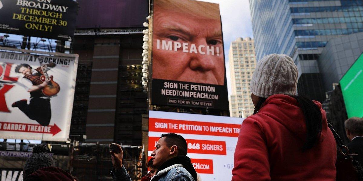 Piden juicio político a Trump con anuncios espectaculares en Times Square