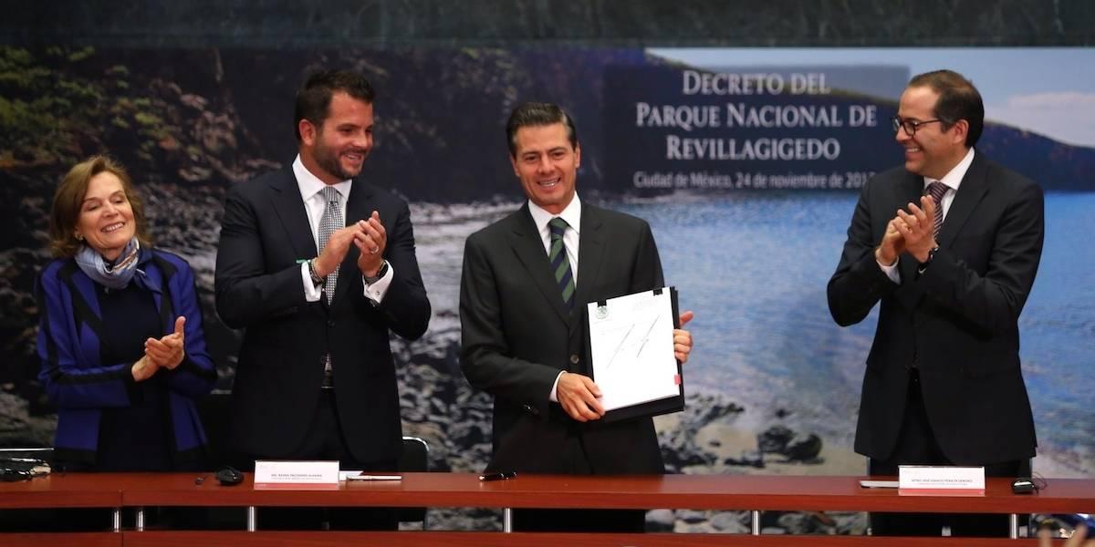 Peña Nieto firma decreto del Parque Nacional de Revillagigedo
