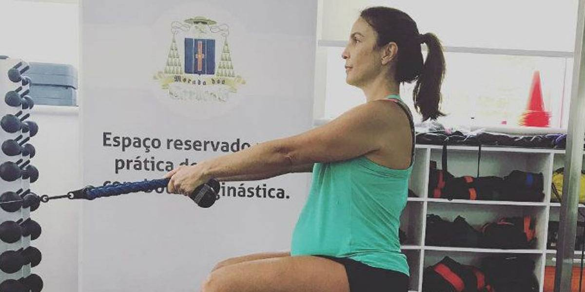 Grávida de gêmeas, Ivete Sangalo se exercita: 'Saúde em dia'