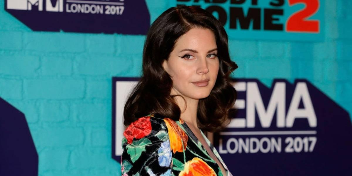 Lana Del Rey vai vender vestidos usados em shows