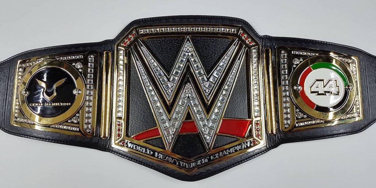 Triple H envía cinturón de la WWE al campeón de la F1 Lewis Hamilton