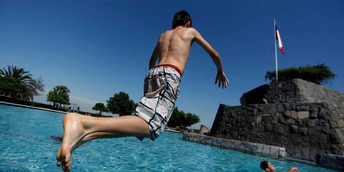 ¡Busquen sus trajes de baño! Se inicia temporada de piscinas en Santiago