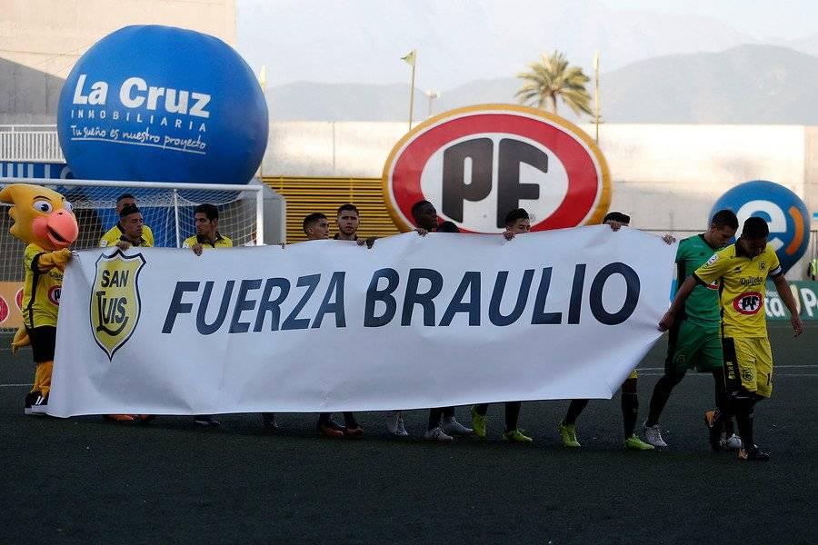 El plantel de San Luis mostró su apoyo a Braulio Leal con este lienzo en los minutos previos del duelo ante la U de Concepción en Quillota / Foto: Photosport