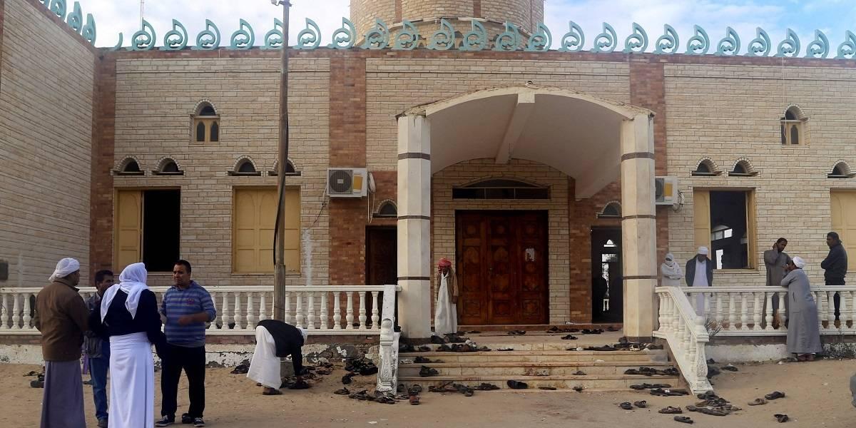 Exército do Egito bombardeia veículos usados em ataque a mesquita