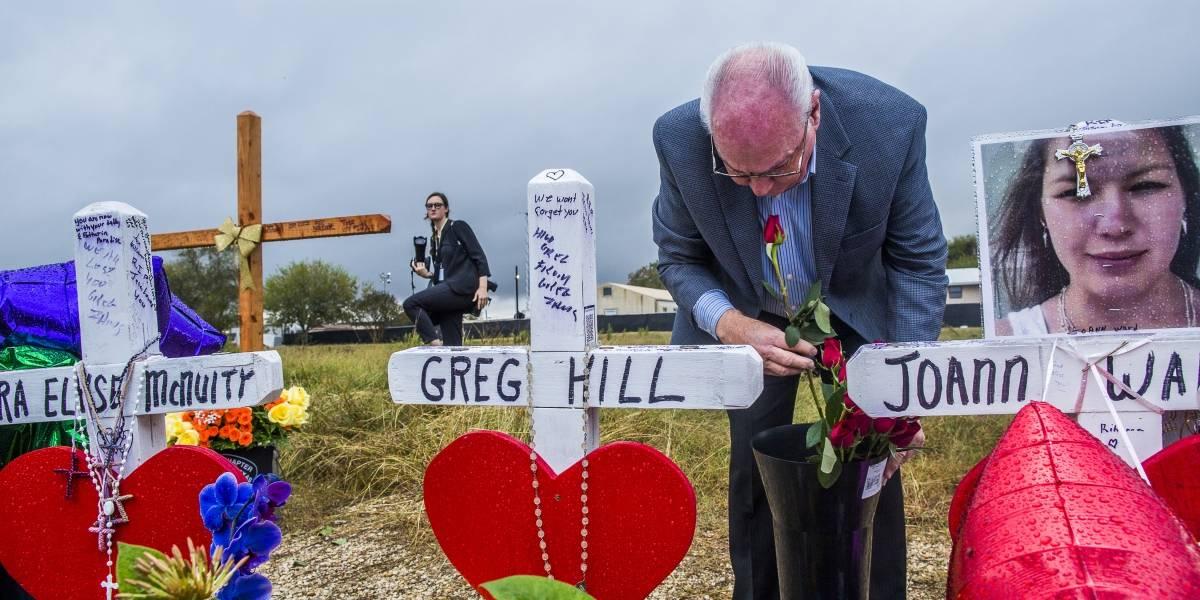 El pastor de la iglesia del tiroteo en Texas también lo perdió todo