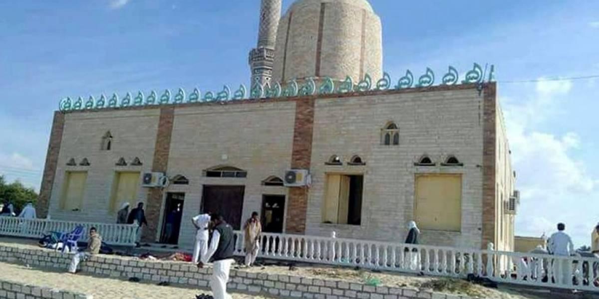 Egipto: más de 300 personas mueren en un ataque con bomba en una mezquita en la región del Sinaí