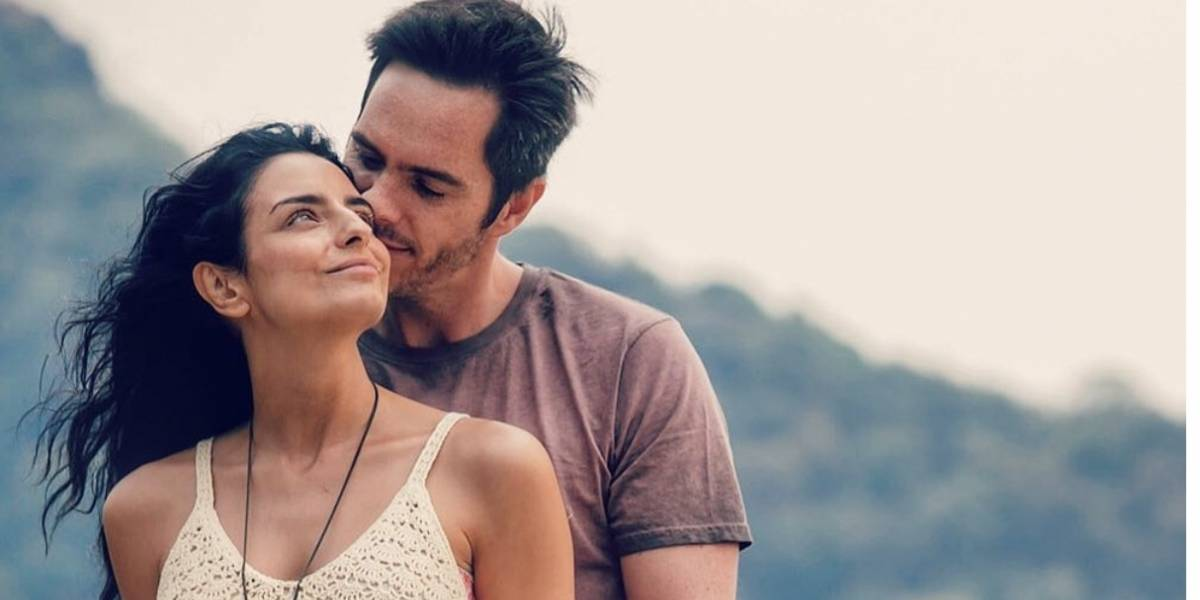 Famosa pareja de actores vive la magia de su embarazo en su lugar favorito del mundo