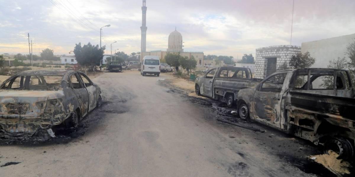 Forças do Egito atacam militantes após massacre em mesquita