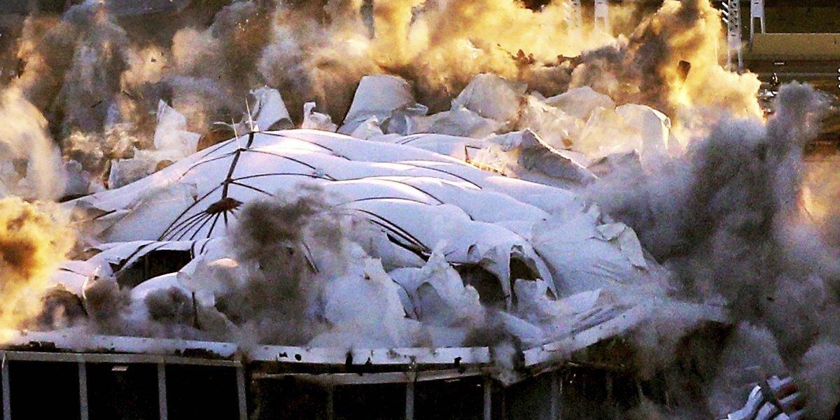 VIDEO. Impactantes imágenes de la destrucción de mítico estadio en Estados Unidos