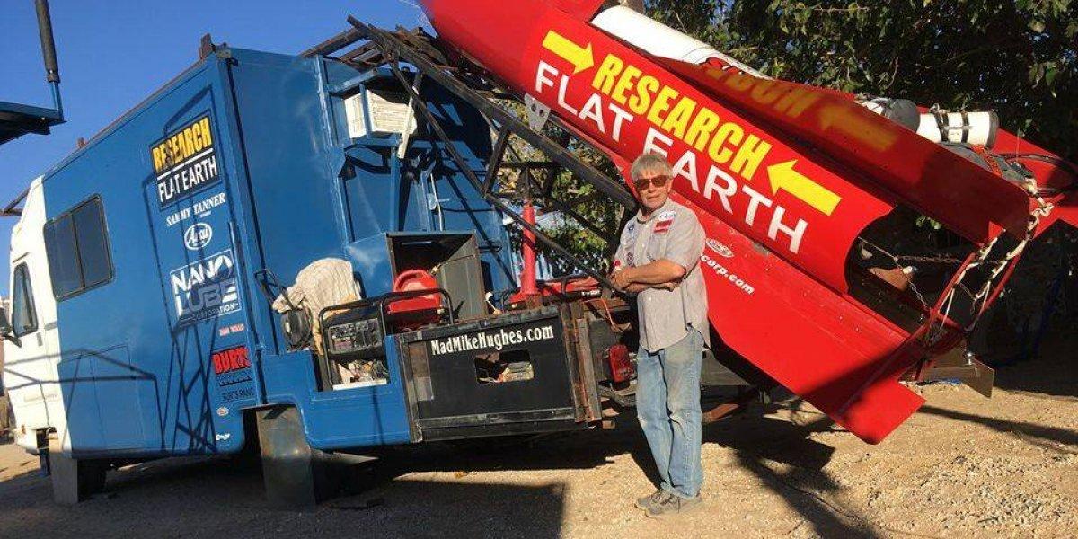 Motorista constrói foguete caseiro e planeja se lançar no espaço para 'provar' que a Terra é plana