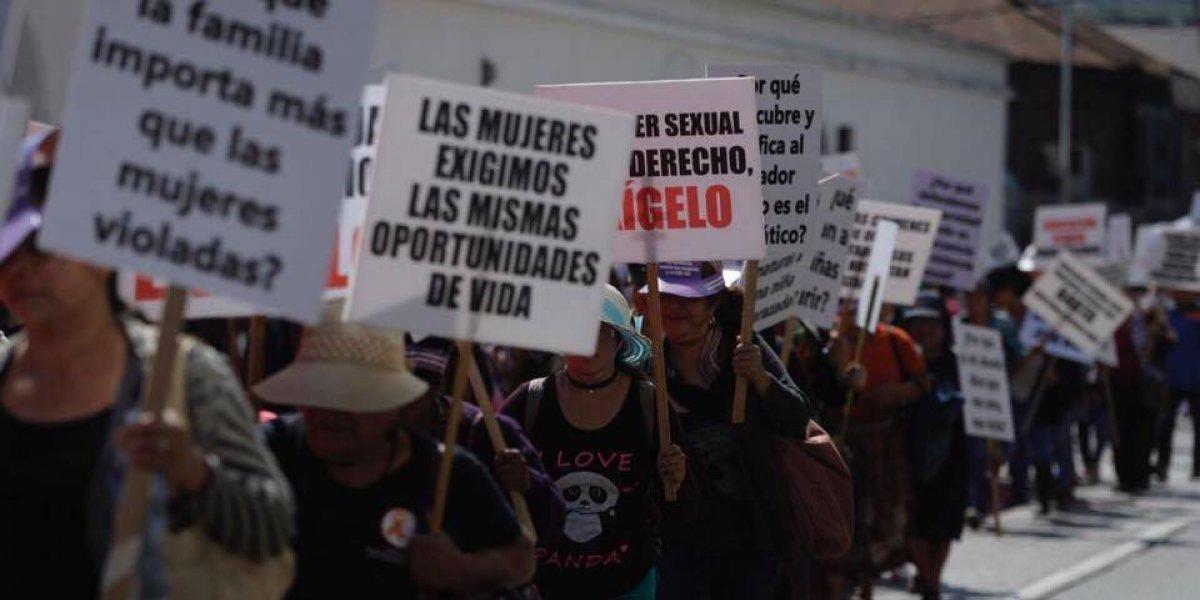 Marchan y piden no más violencia contra las mujeres