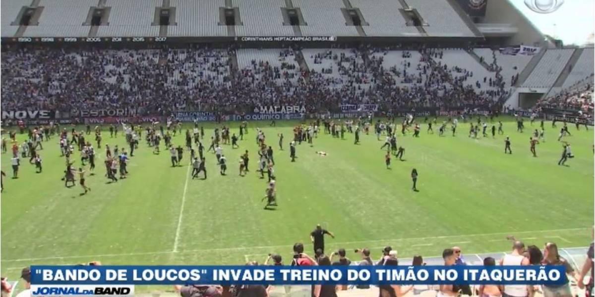 Torcedores invadem treino do Corinthians no Itaquerão