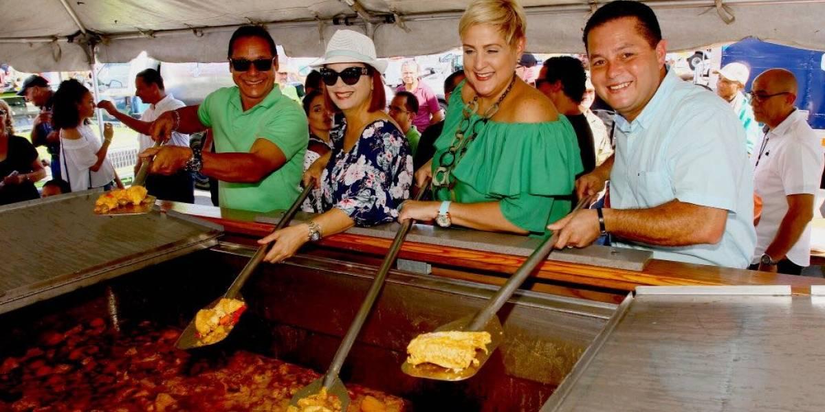Alcalde de Guaynabo ofrece almuerzo de Acción de Gracias en el Tablado