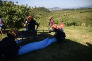 Rescatan cuerpo de barranco en ruta al Atlántico