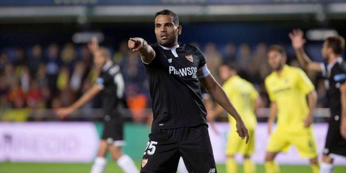 Sevilla remonta un emotivo partido lleno de muestras de apoyo a Eduardo Berizzo
