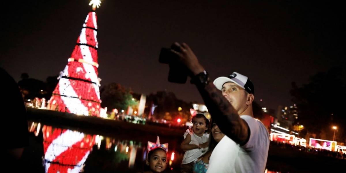 Árvore de Natal de 40 metros é inaugurada em São Paulo