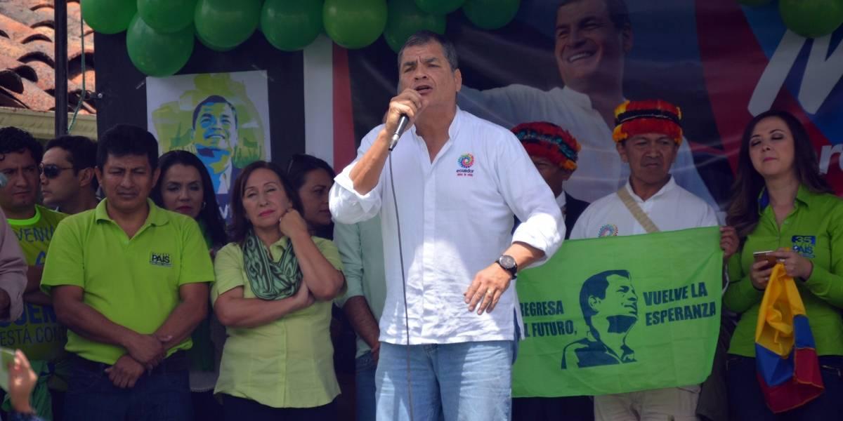 Correa llegó a Cuenca y se reunió con seguidores