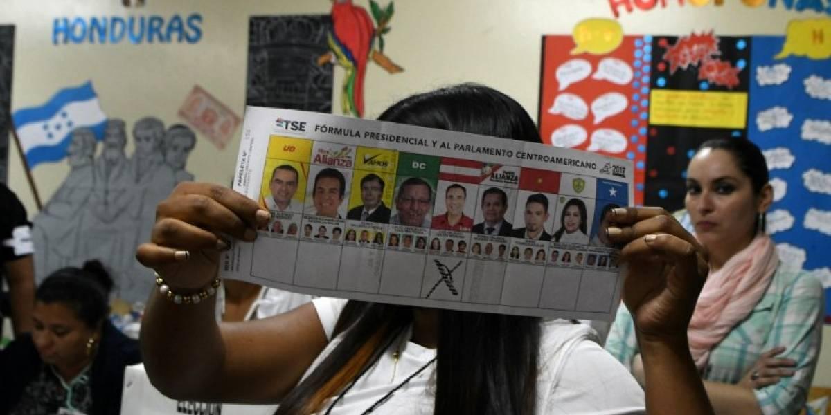 Honduras votó en comicios con su presidente buscando una polémica reelección