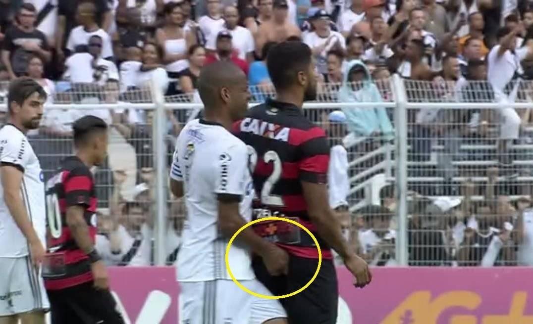 Rodrigo deu dedada em Tréllez e acabou expulso aos 19 minutos do primeiro tempo (Foto: Reprodução/TV)