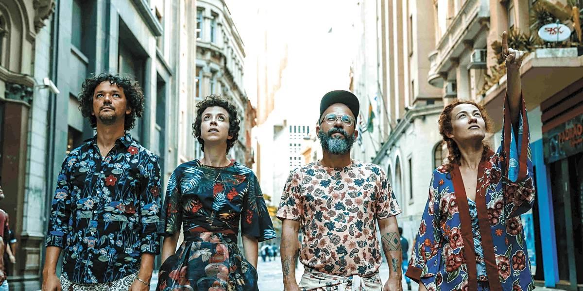 Grupo XIX explora as ruas de São Paulo em peça com novo formato teatral