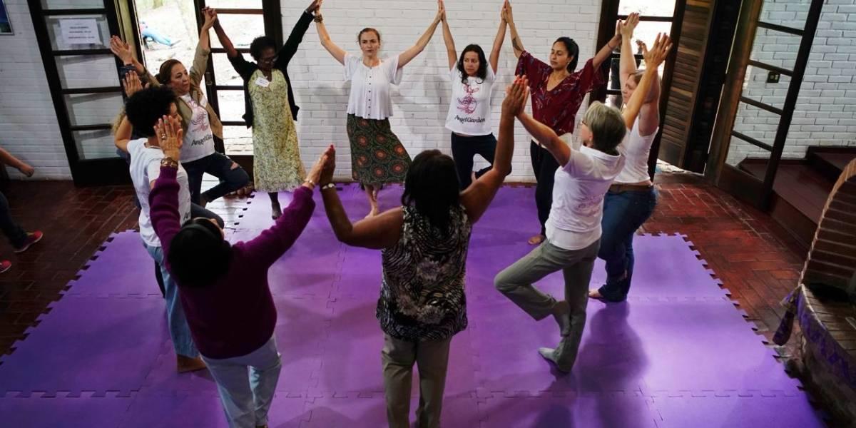 Catadoras de papel ganham dia de 'princesa' em Curitiba