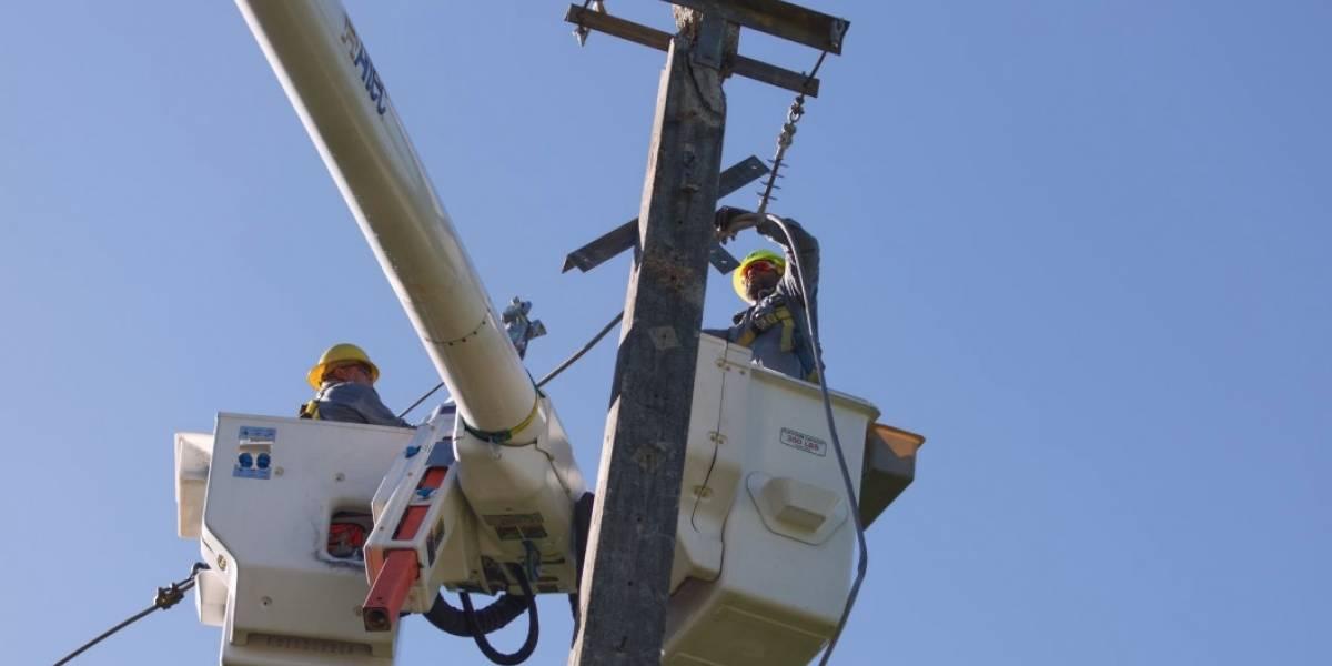 Gobierno asegura completó en 90 por ciento restablecimiento de importante línea de transmisión