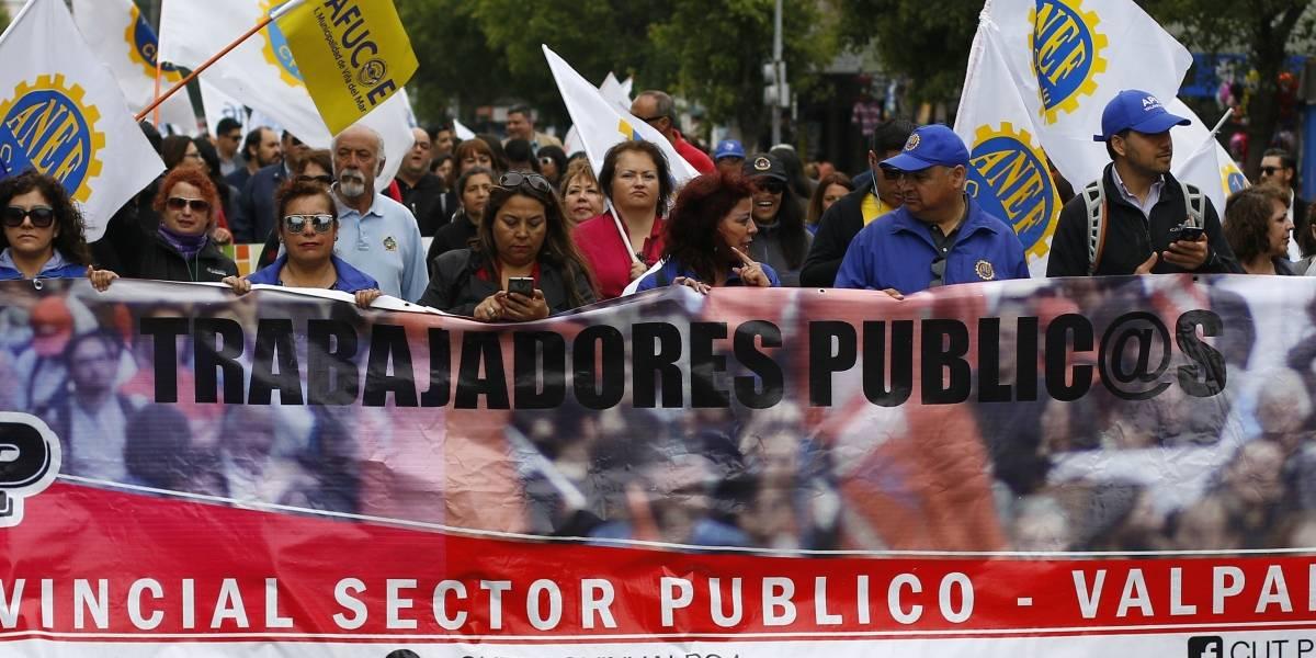 Gremios del sector público ratificarían hoy reajuste de 2,5% y este lunes oficializarían acuerdo con el Gobierno