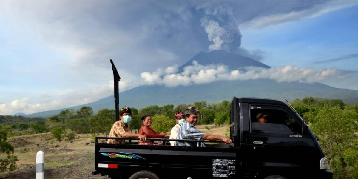 Alerta máxima: evacúan a 100.000 personas en Bali por riesgo de erupción del volcán Agung