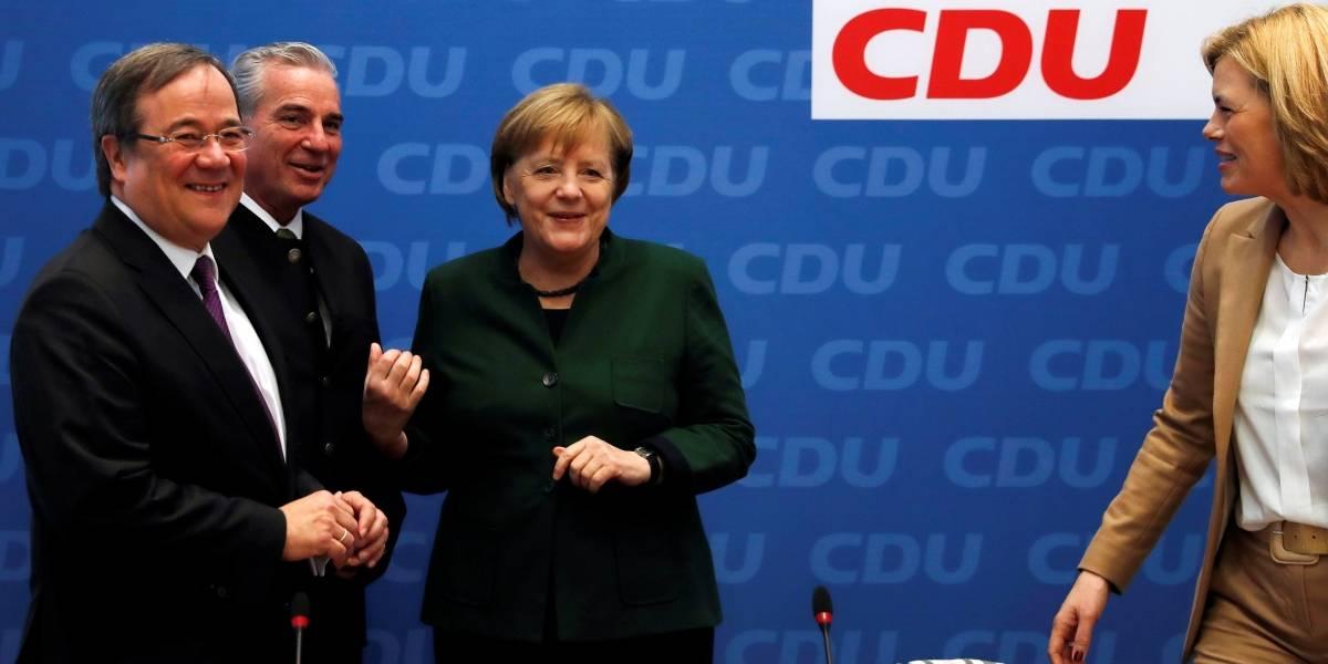 Merkel busca alianza con partido opositor para tener mayoría parlamentaria