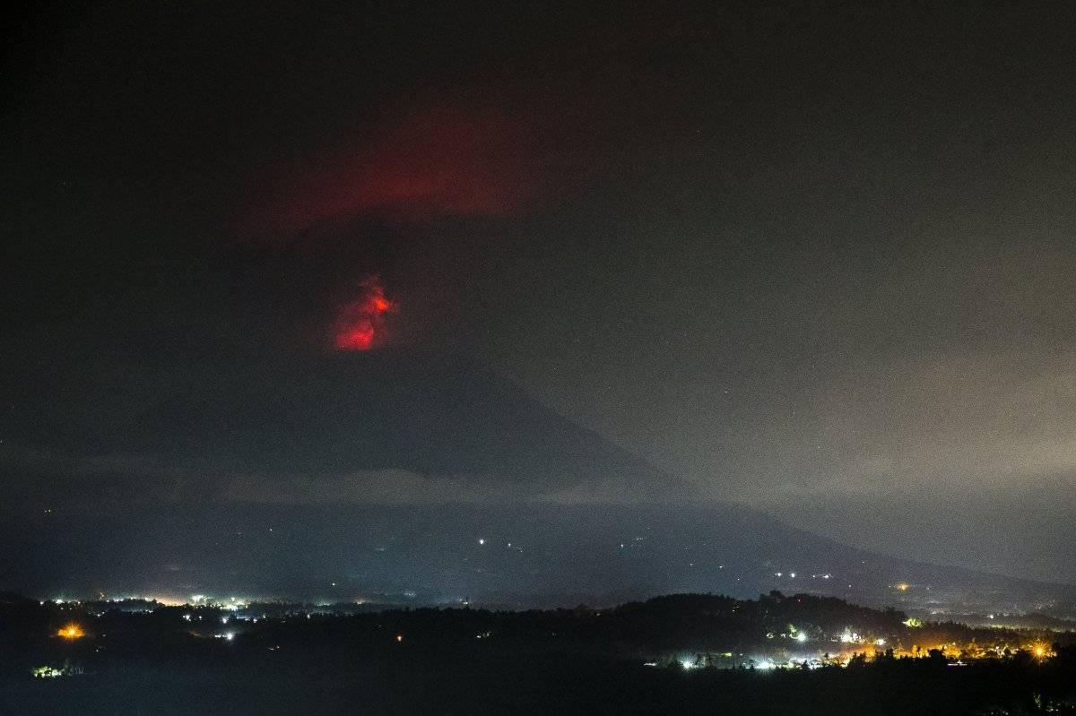EFE Volcán Agung en Bali