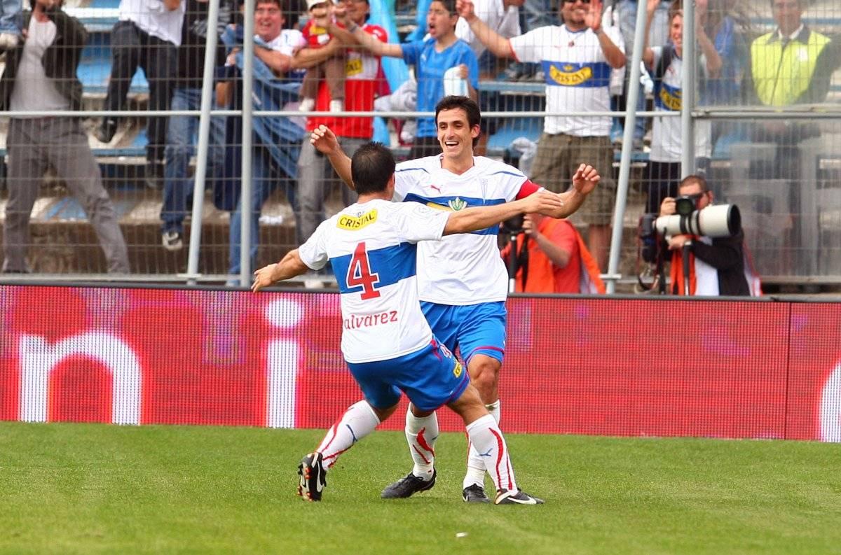 Álvarez y Mirosevic celebrando un gol del Milo en el triunfo 4-0 sobre Colo Colo el 16 de octubre de 2011, cuando volvieron los clásicos a San Carlos / Foto: Photosport