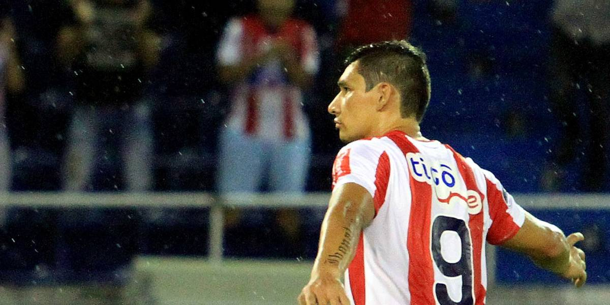 Junior quiere un mundialista para reemplazar a Roberto Ovelar