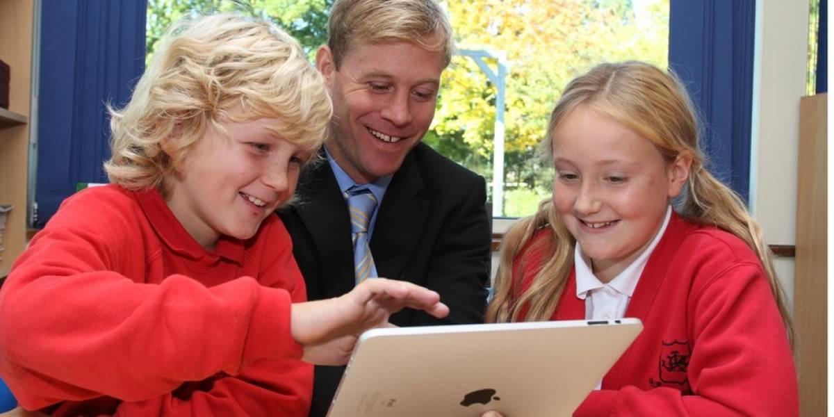 Em inversão de papéis, alunos dão aulas de tecnologia a professores