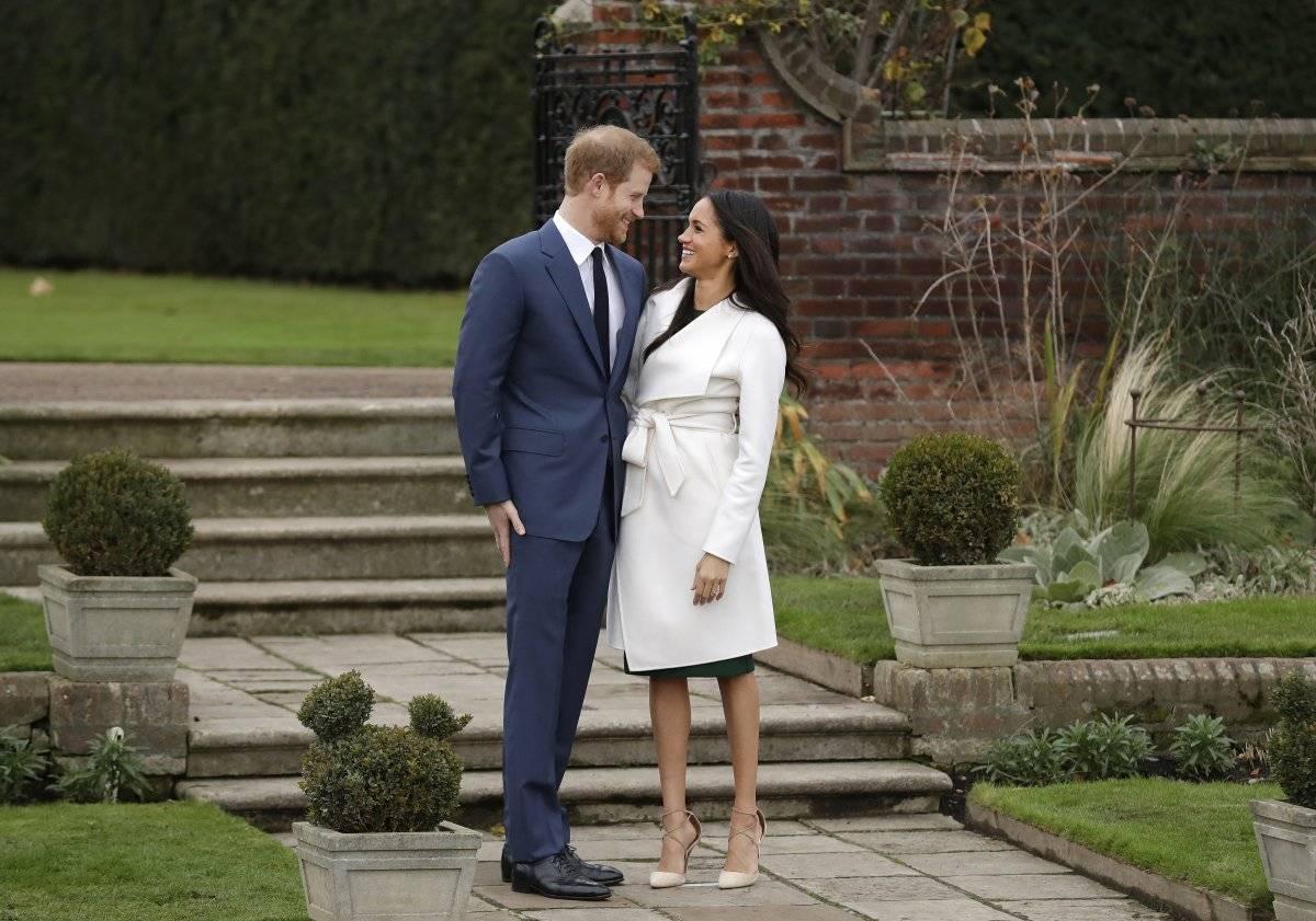El príncipe Enrique de Inglaterra y su prometida, la actriz estadounidense Meghan Markle. / AP