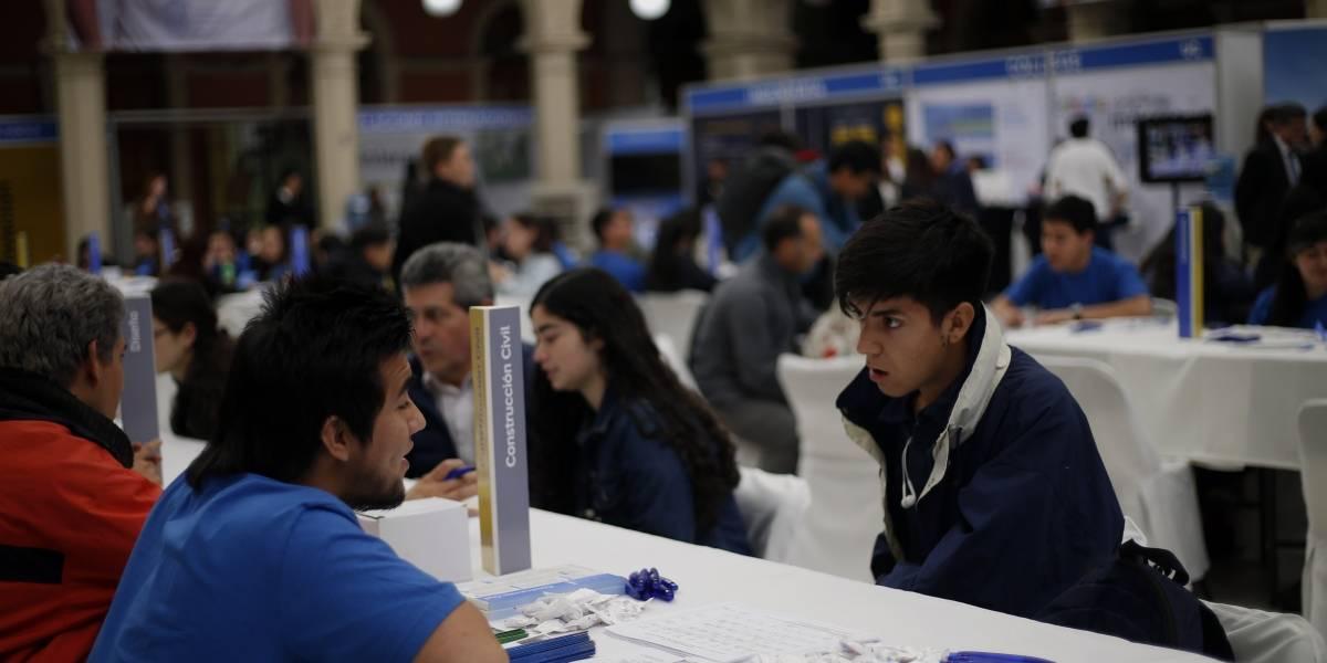 Movilidad social, prestigio y no ser estafados: los criterios que tienen los estudiantes para escoger su carrera universitaria