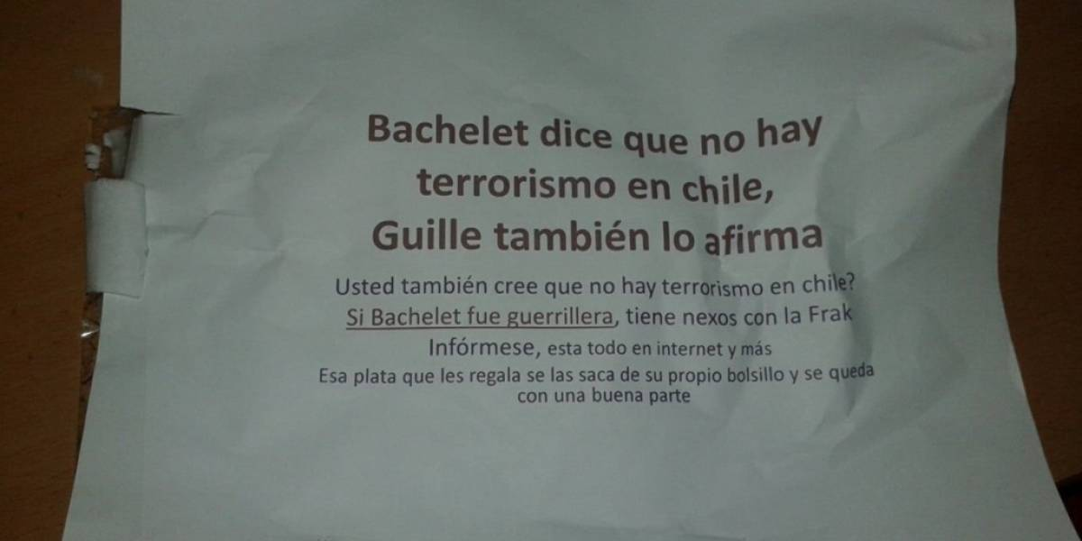 """""""La única Presidenta que no hace crac"""": El panfleto contra Bachelet y su vínculo con el terrorismo que hace reír a las redes sociales"""