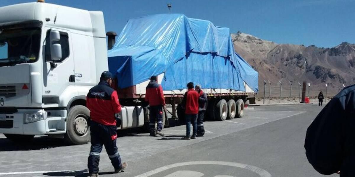 Visita del Papa: Papamóvil que será usado en Iquique cruzó el paso Chungará