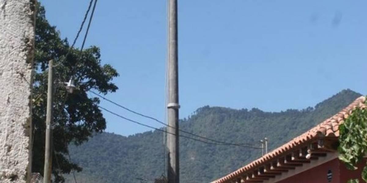 """Asociación """"Los Patojos"""" se queja por instalación de poste que atenta con centro educativo"""