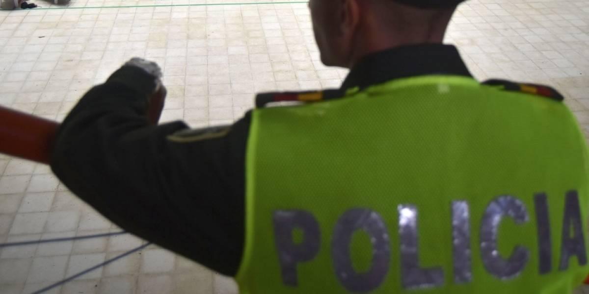 Por el alto ruido de un equipo, comunidad terminan a los golpes con la Policía