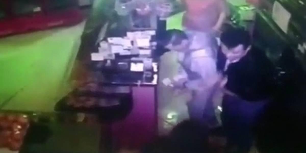 Mujer persiguió a estudiante de reconocida universidad en Bogotá y lo robó cuando estaba camino a su casa