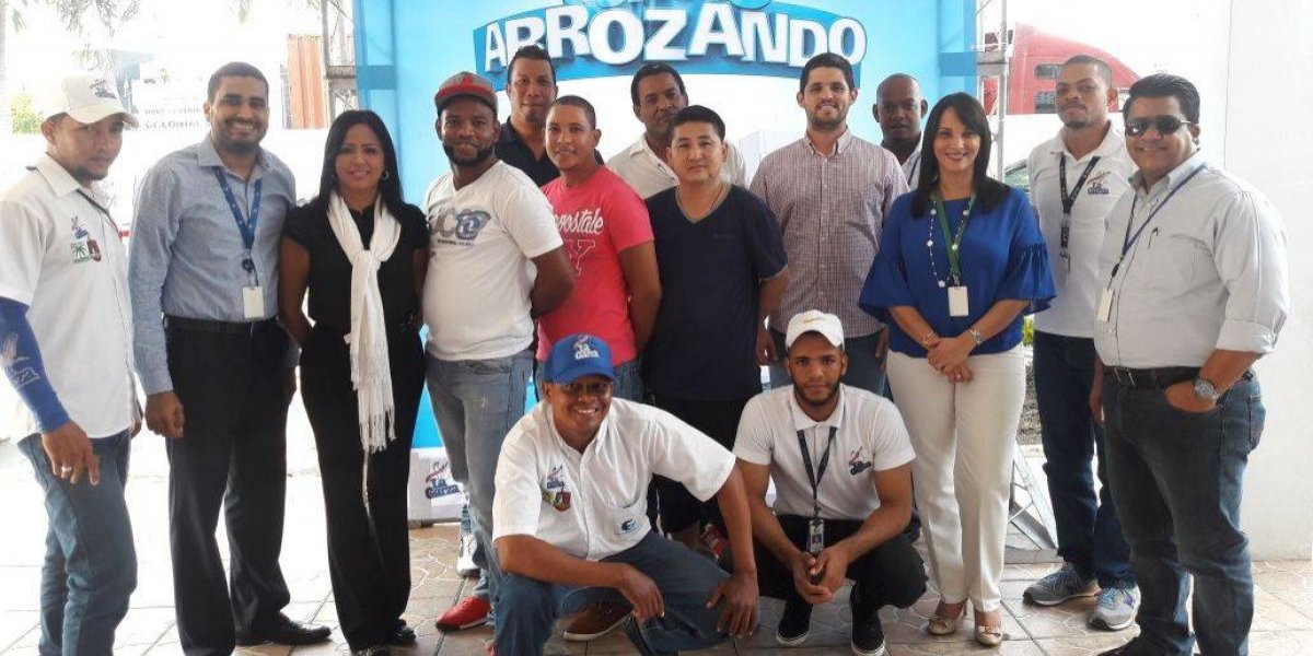 """Grupos Font Gamundi entrega premios """"Tamo Arrozando y equipando al colmadero"""""""