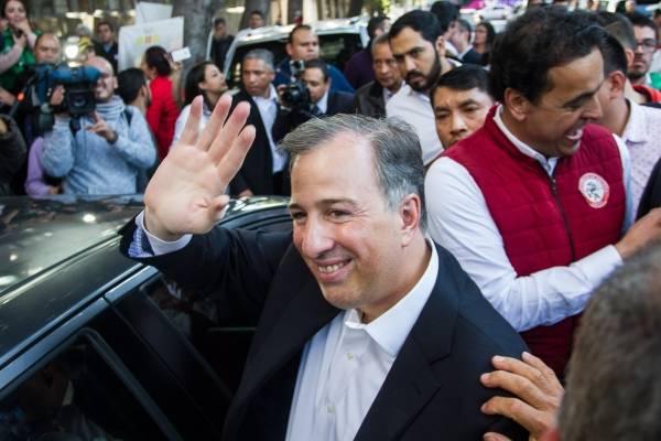 José Antonio Meade se registrará como precandidato del PRI a la Presidencia .