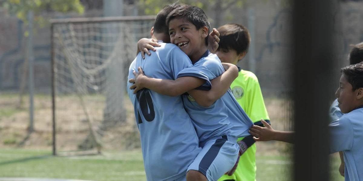 Chevrolet se la juega con futbolito en La Pincoya