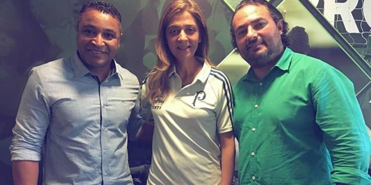 Roger Machado acompanha jogo do Palmeiras no Allianz Parque