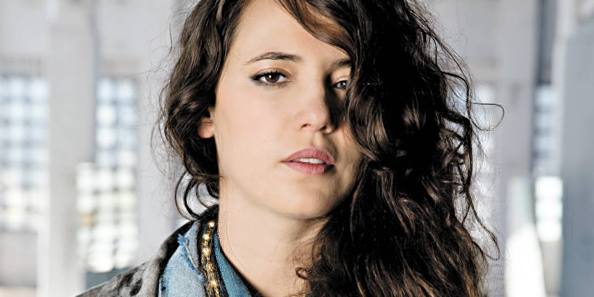 Em novo álbum Gaya, Tiê abraça pop com propriedade